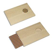Миниатюрный деревянный футляр под карту