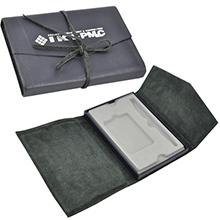 Уникальный кожаный футляр под карту и персональную ручку