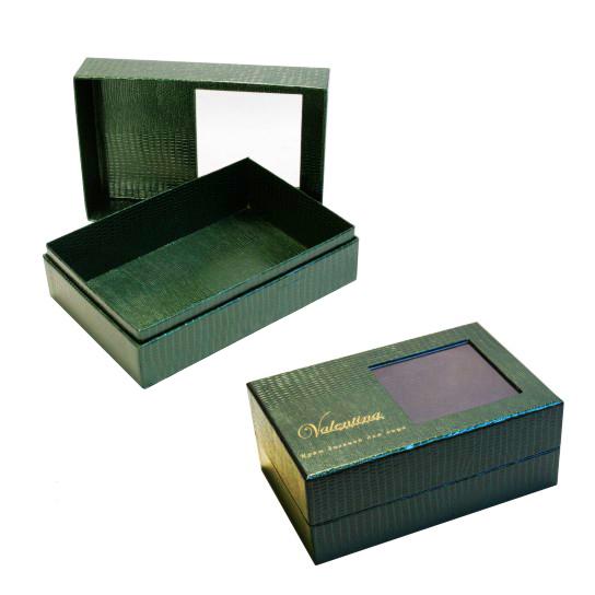 Фирменная коробка крышка-дно из фактурного материала и с окном