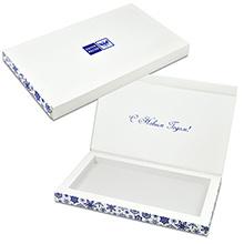 Коробка с клапаном на магните из дизайнерского картона