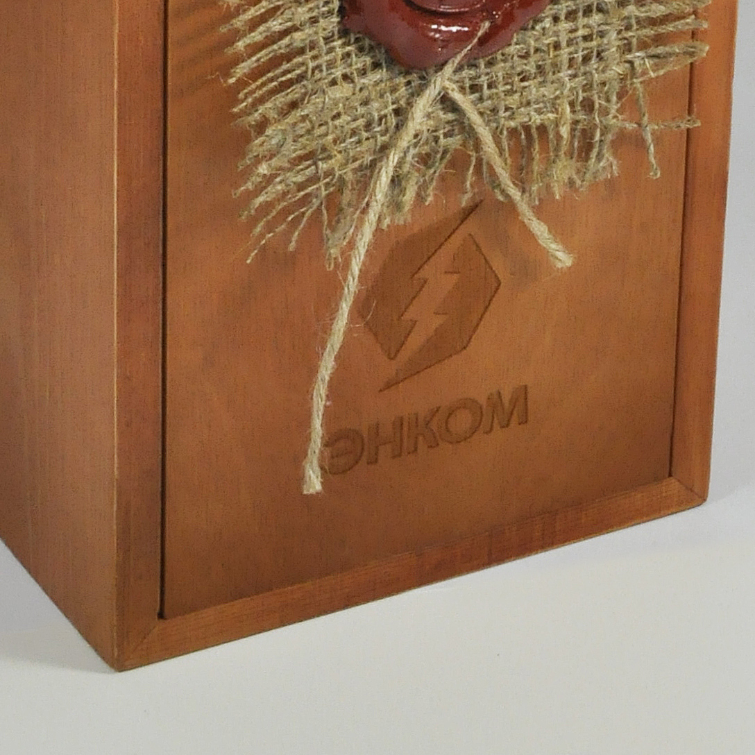 Гравировка на деревянном тонированном пенале