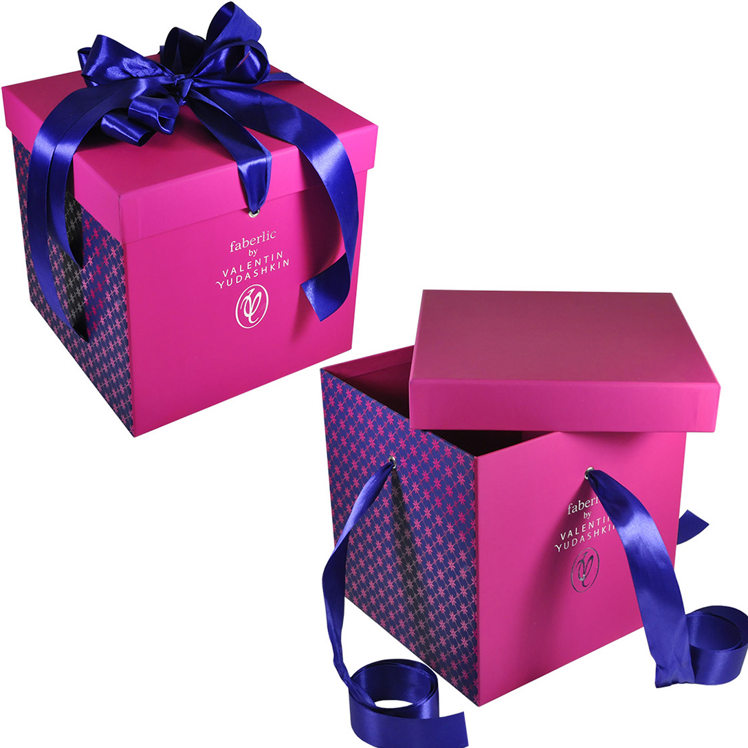Большая коробка-куб для набора косметической продукции