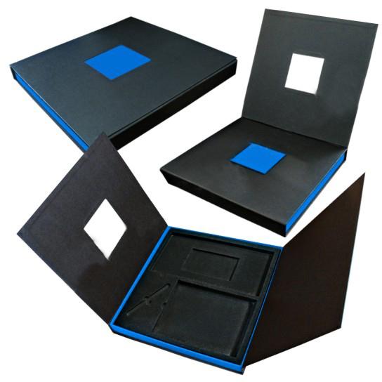 Подарочная картонная коробка с замком на 4 предмета