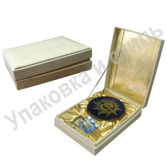 Подарочная коробка с накладкой