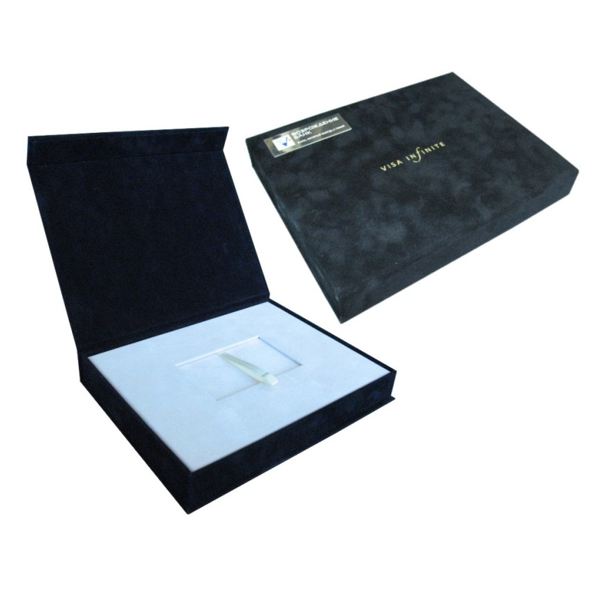 Подарочный футляр с ложементом для пластиковой карты